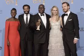 il regista e il cast con il Golden Globe vinto