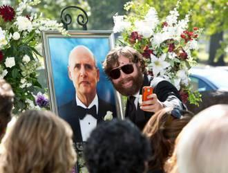 Alan al funerale del padre